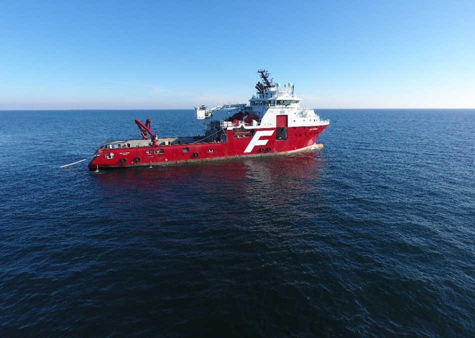 Le navire spécialisé pour les ancrages Far Sapphire a mené les opérations en mer